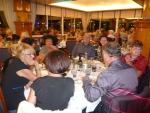 06_les-cabanistes-a-table_-29octo2016