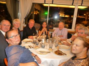 08_les-cabanistes-a-table_-29octo2016