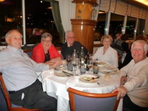 09_les-cabanistes-a-table_-29octo2016